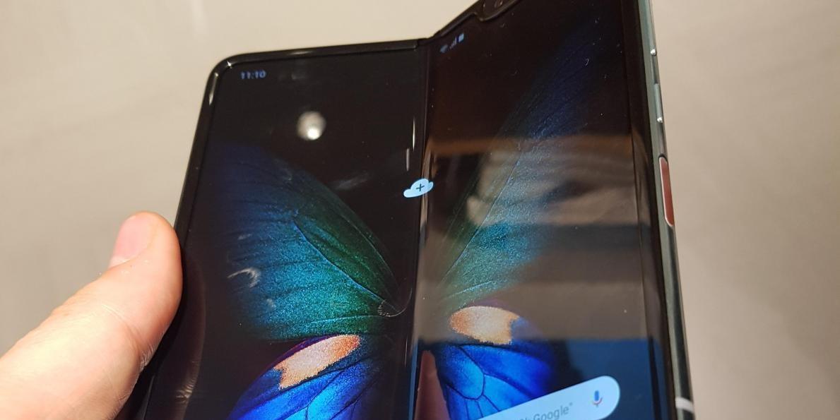 Photo of Le smartphone pliable de Samsung sortira finalement en septembre