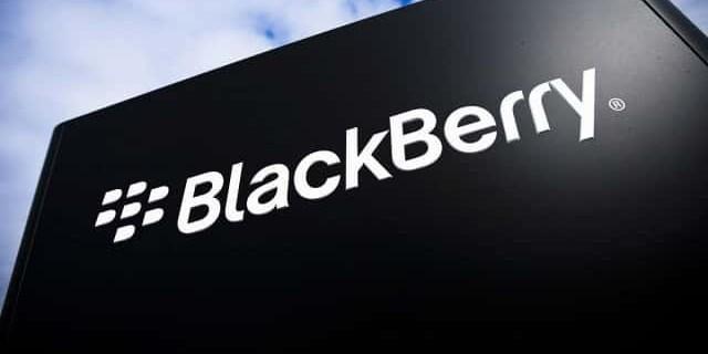 Blackberry attaque Facebook en justice