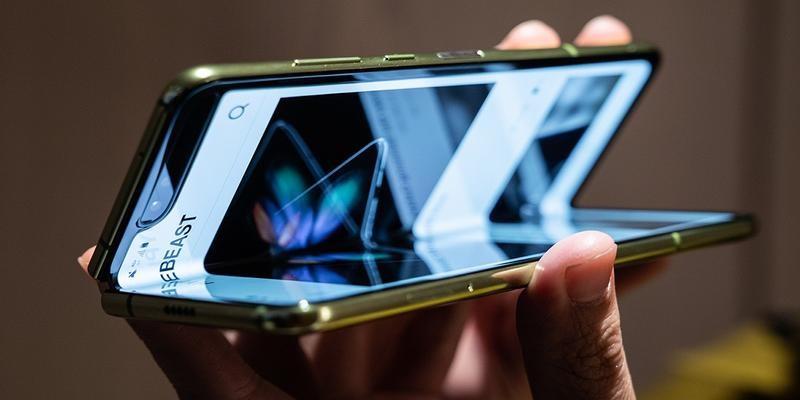 Photo of Samsung reporte le lancement de son smartphone pliable